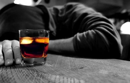 Mơ thấy uống rượu có ý nghĩa gì?
