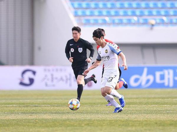 Công Phượng đá 30 phút trong trận Incheon thua đội bét bảng